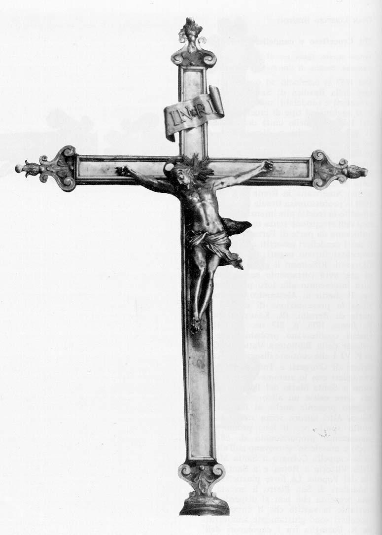 中央祭壇の十字架