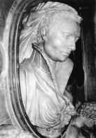 040-009ヴァージニア・プッチ-リドルフィの記念碑