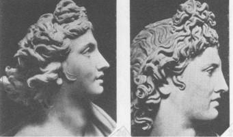 左:ベルニーニのアポロ 右:ベルヴェデーレのアポロ