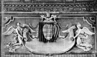 032-009ウルビーノが教皇に返り咲いた記念碑